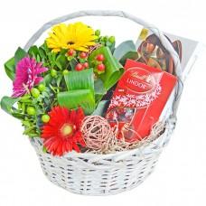 Корзина Цветы и конфеты